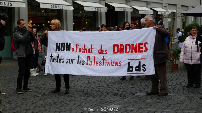 Flashmob against drones Geneva 2014_6.jpg